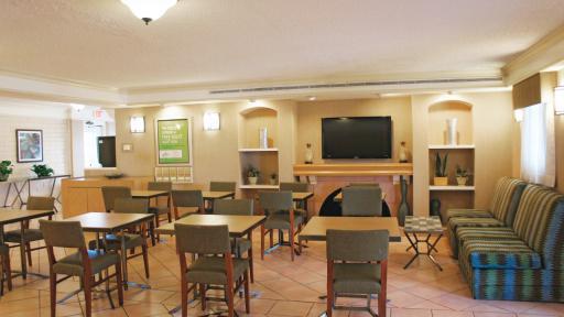 Last minute discount at la quinta inn houston la porte for Cheap hotels in la porte tx