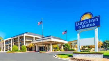 Days Inn & Suites Albuquerque