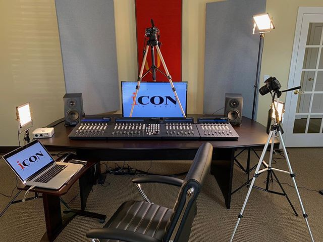 We set up the QCon Pro G2 in our customer service center here in Nashville!