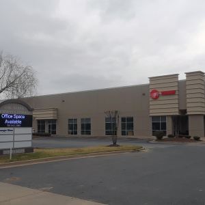 Col. Glenn Business Center, Noelle Nikpour Highlight Recent Deals