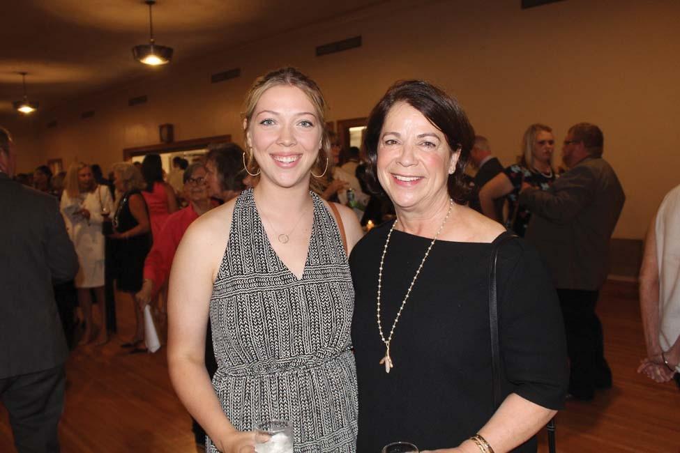 Sarah Newbern, Linda Newbern