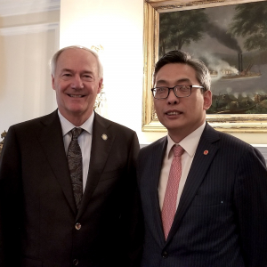 Chinese Consul General Talks Trade During Visit To Arkansas