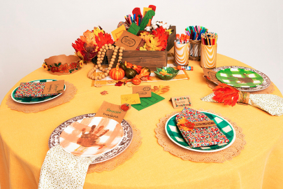 How to Style a Pretty and Interactive Kids Table for Thanksgiving