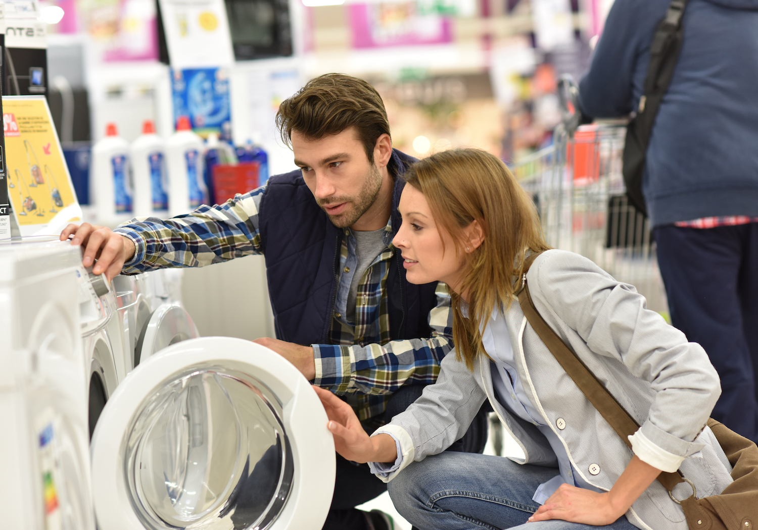 US Consumer Confidence Falls for Third Consecutive Month