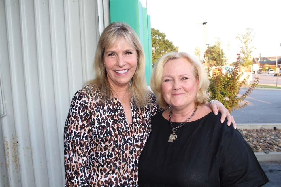 Karen Mourot, Wendy Jones