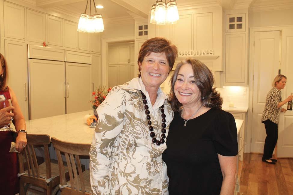 Wendy Saer, Gina Pharis