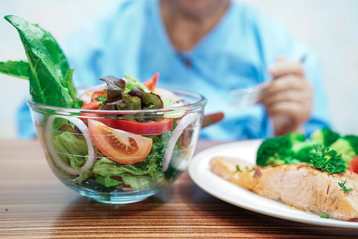 CAREGIVER NUTRITION 130791 Shutterstock 1334470451