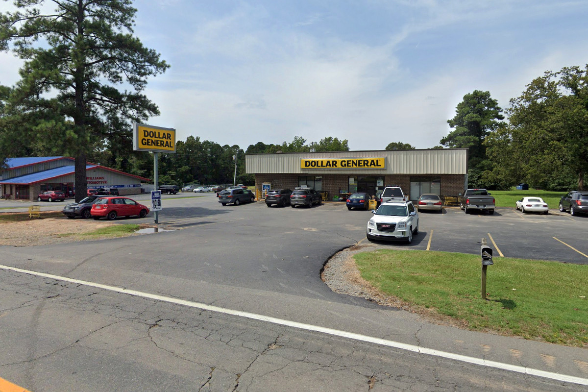 Dollar General Duo Dealt for $2.9M
