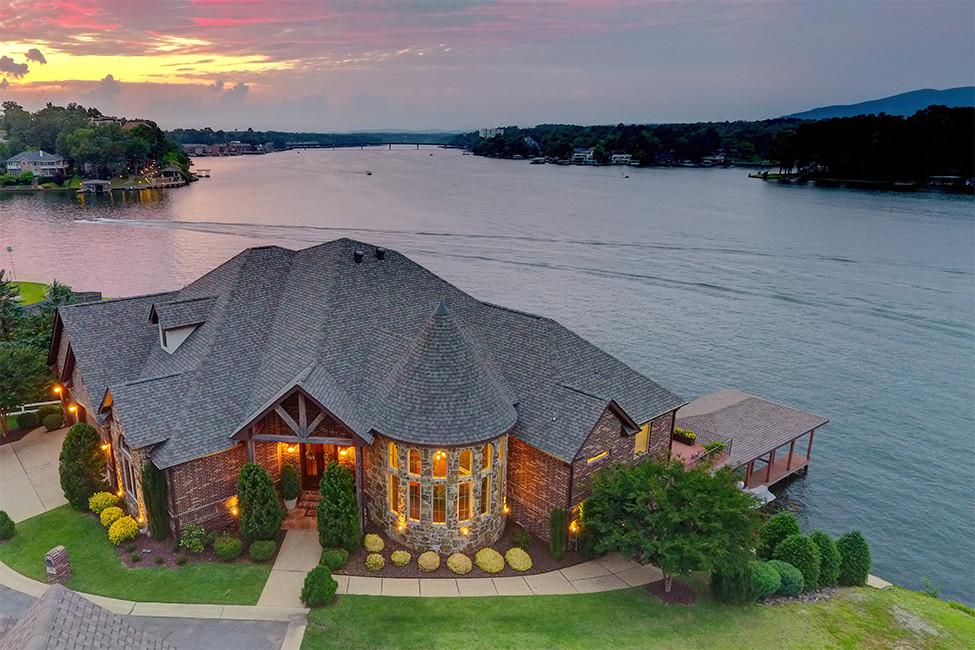 Luxury Living on Hot Springs' Lake Hamilton