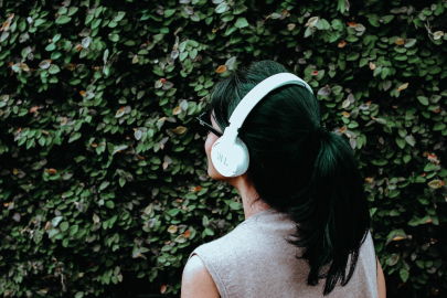 5 Podcasts Led by Women in Arkansas