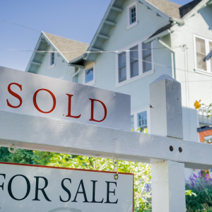 In A Chaotic Market, Demand and Prices for Homes in U.S. Soar