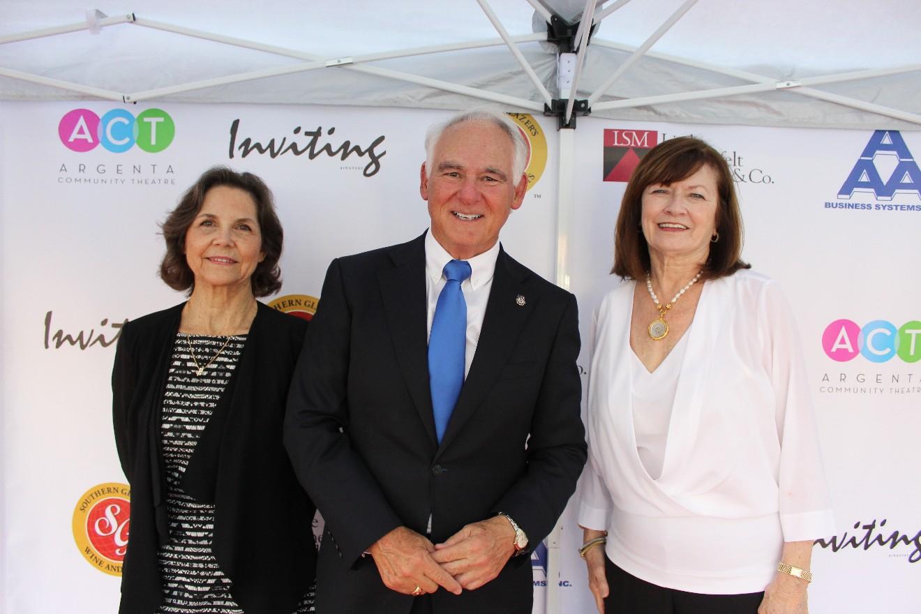 Linda Pippin, Mayor Terry Hartwick, Gayla Jungmeyer