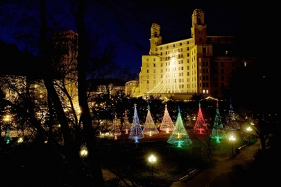 Your Guide to Holiday Lights in the Metro