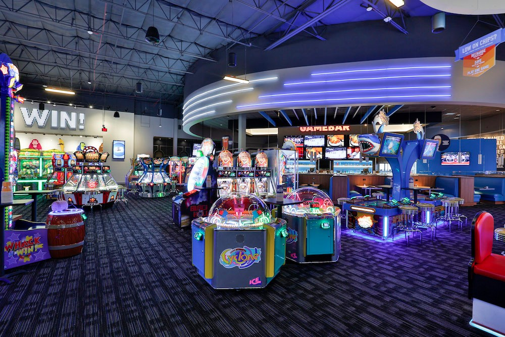 Jul 27,  · Dave and Busters is an adult (or teenager) Chucky Cheese!! The food is very good, grown up food, but there are games, bowling, and even a 4/4.