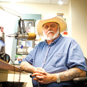 Ageless Voice of Country Still Strong in Bob Robbins