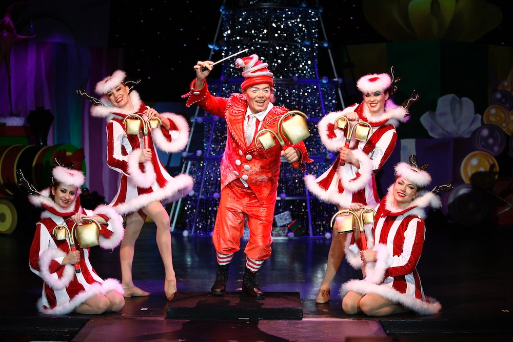Cirque Dreams Holidaze show