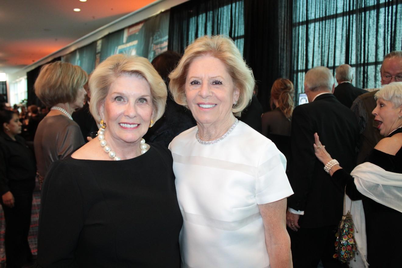 Barbara Hoover, Carol Hodges