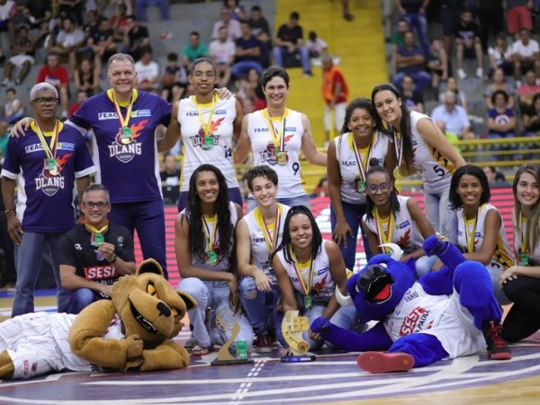 .:: feac_franca_um_ano_de_grandes_cconquistas_no_basquete_feminino_recebe_homenagem_em_jogo_do_nbb_41300_1_pt.jpg ::.