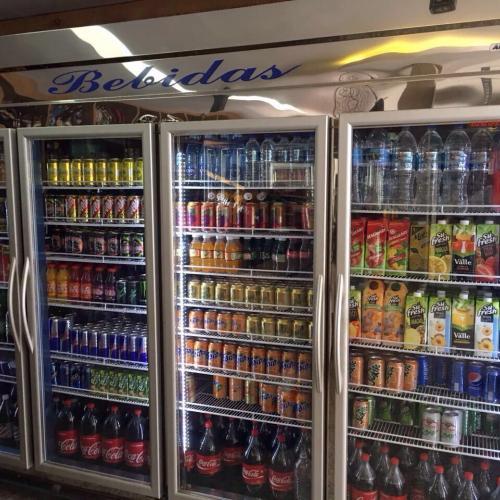 Expositores Refrigerados para Bebidas, Frios, Laticínios e Cervejeiras em Aço Inox
