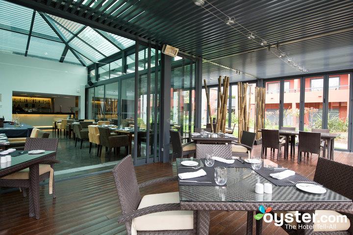 glass-terrace-restaurant--v2362795-720