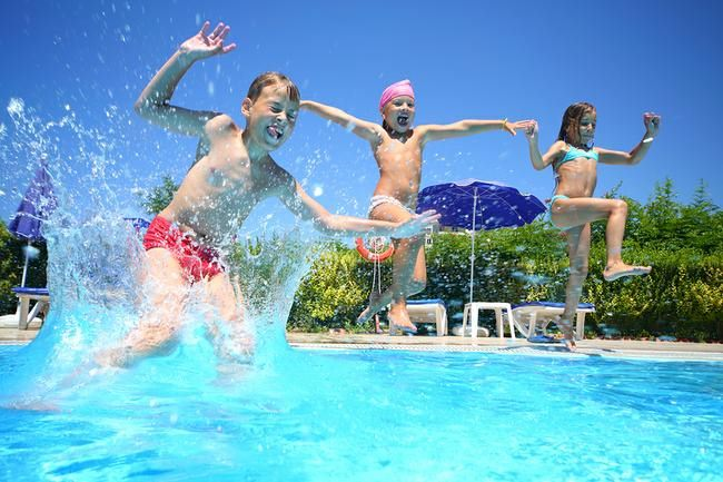 4 Pool Games to Help Children Overcome Fear of Water