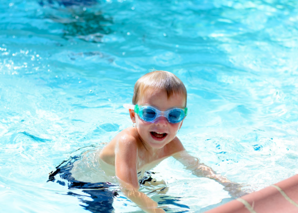 Should parents watch their child's swim lessons from a distance?