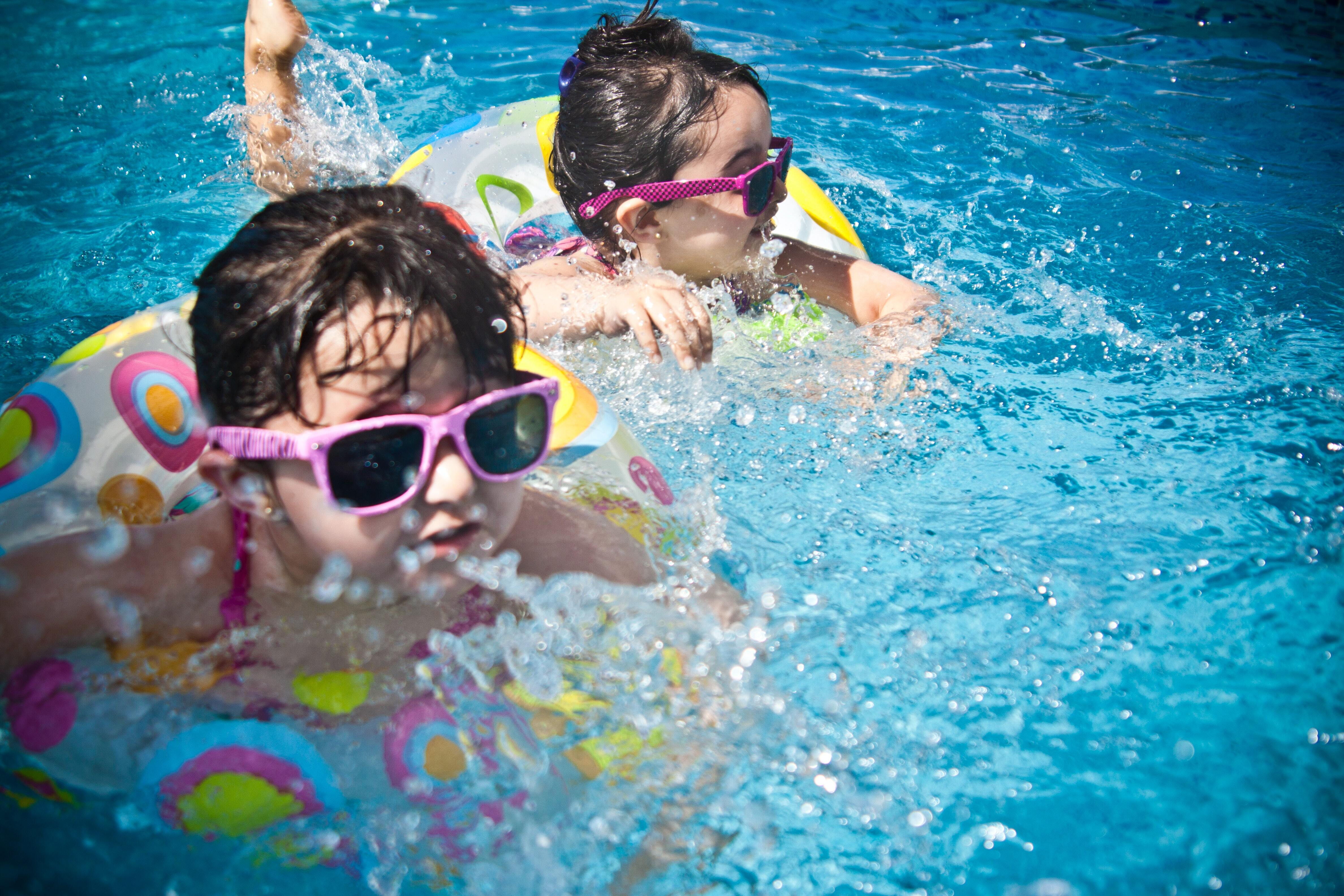 How to have a safe and fun pool party