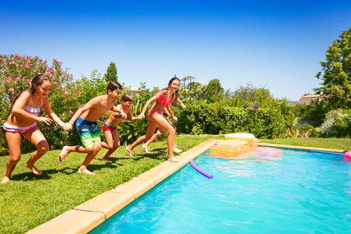 7 Fun Games to Help a Child Go Underwater
