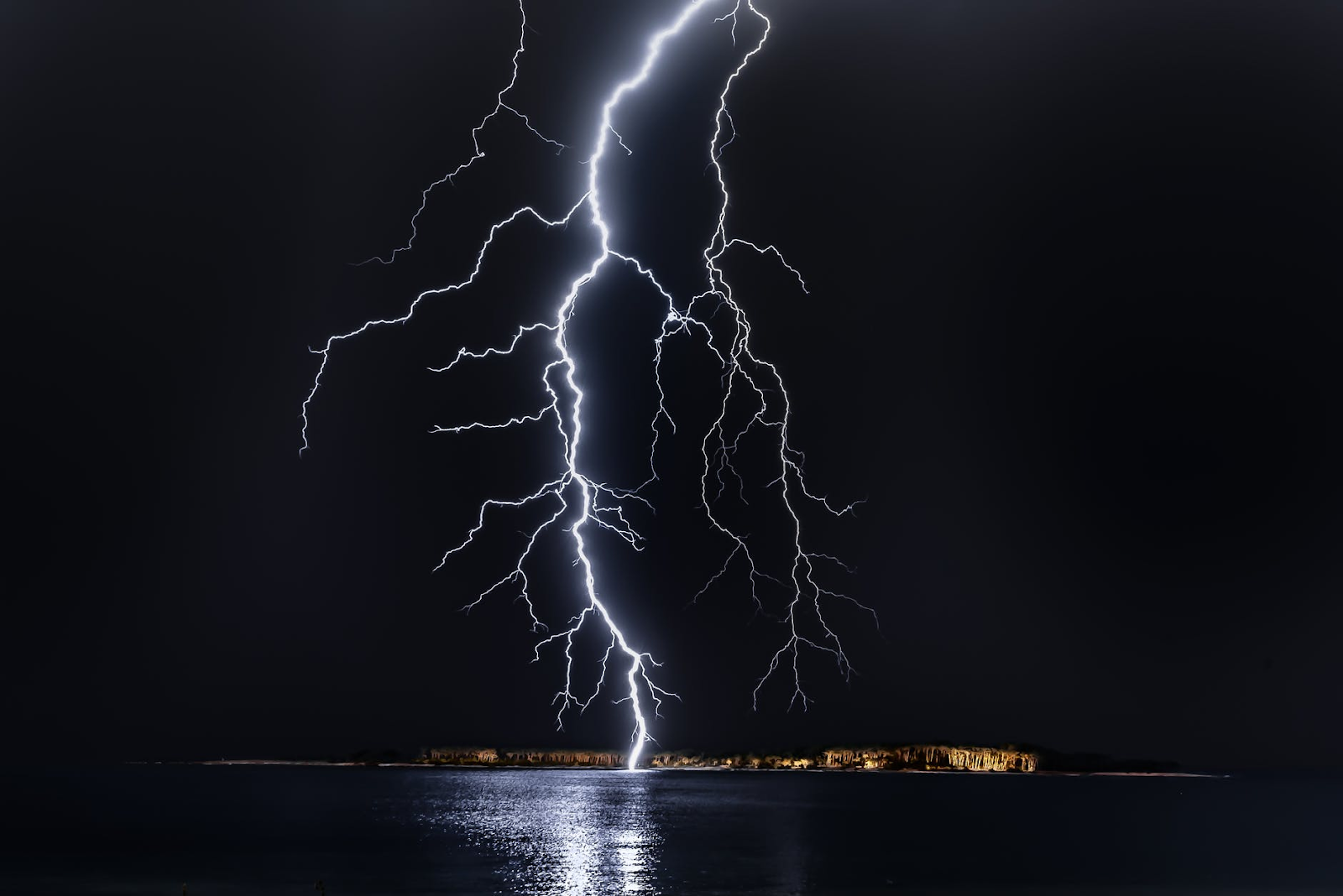 Is Lightning Dangerous When Swimming in the Rain?