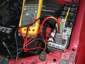 保险丝盒扣检查燃料输送系统
