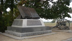 Battle-of-gettysburg-battlefield-monuments