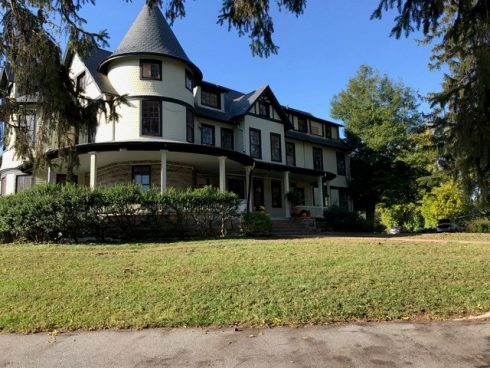 The front of the 1914 Queen Anne house at Warner Circle Park
