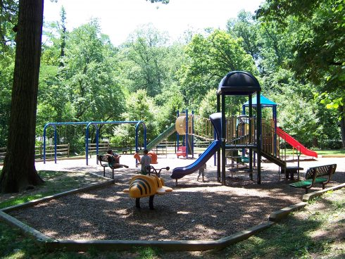 Playground, Public space, Outdoor play equipment, Human settlement, Recreation, Tree, City, Playground slide, Play