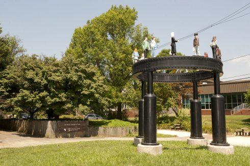 Structure with visitors Caroline-Freeland Urban Park