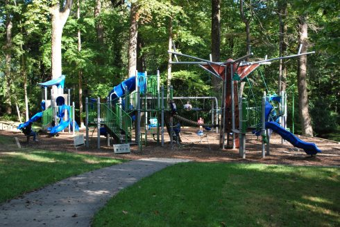 Playground, Public space, Outdoor play equipment, Human settlement, Tree, Recreation, City