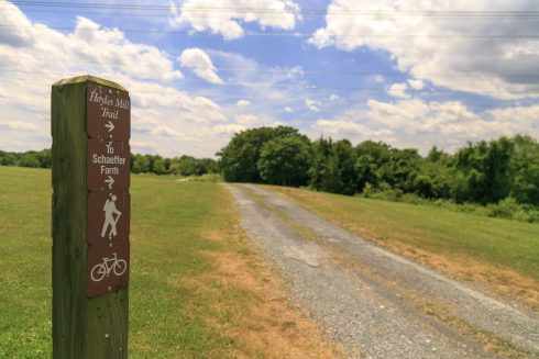 Sign post at the entrance to the Hoyles Mill Trail from South Germantown takes you down a gravel path