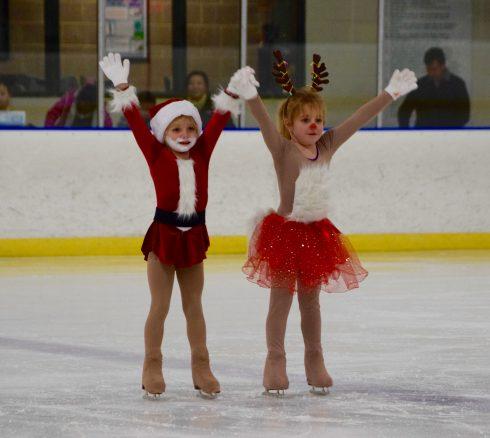 Sports, Skating, Figure skate, Ice skating, Ice skate, Ice dancing, Figure skating, Recreation, Ice rink, Jumping