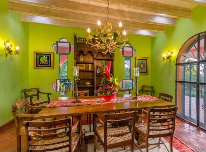 Stages dinning room in San Miguel de Allende