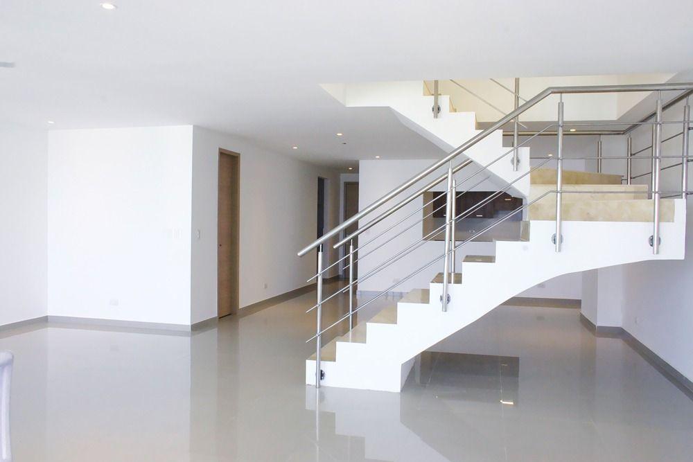9 de 21: Escaleras acceso a nivel 2