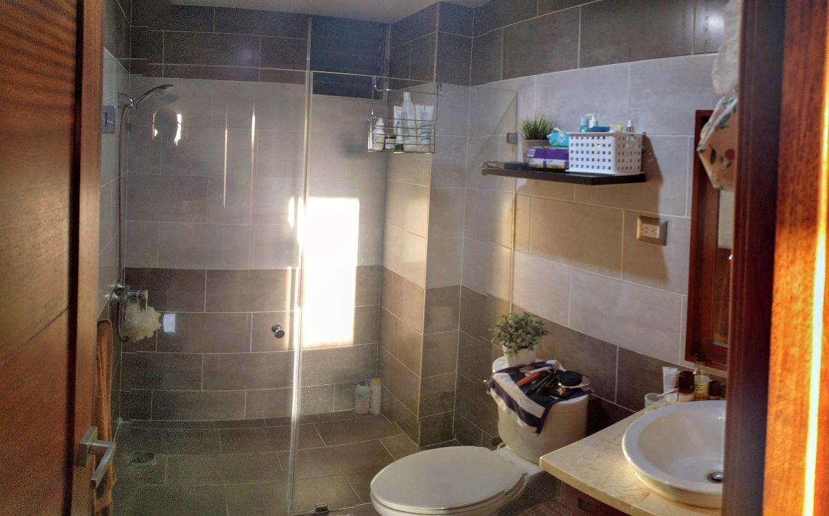 12 de 24: Baños de habitaciones