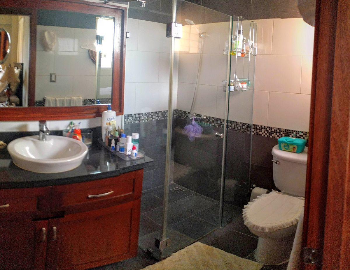 14 de 24: Baños de habitaciones