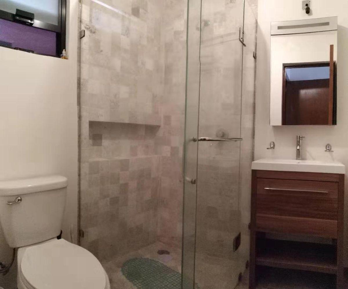 8 of 17: Baño 2