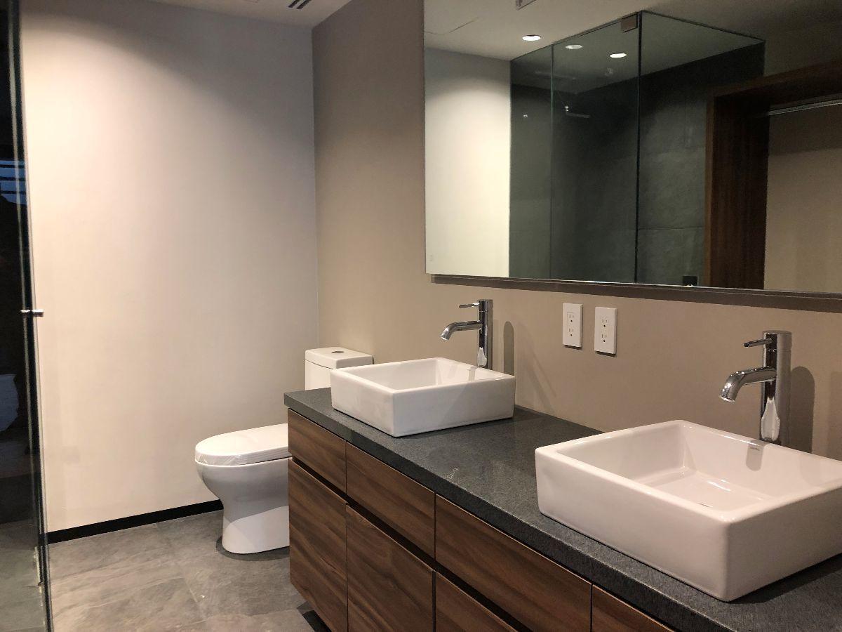 10 de 16: Foto del baño principal en una de las recámaras