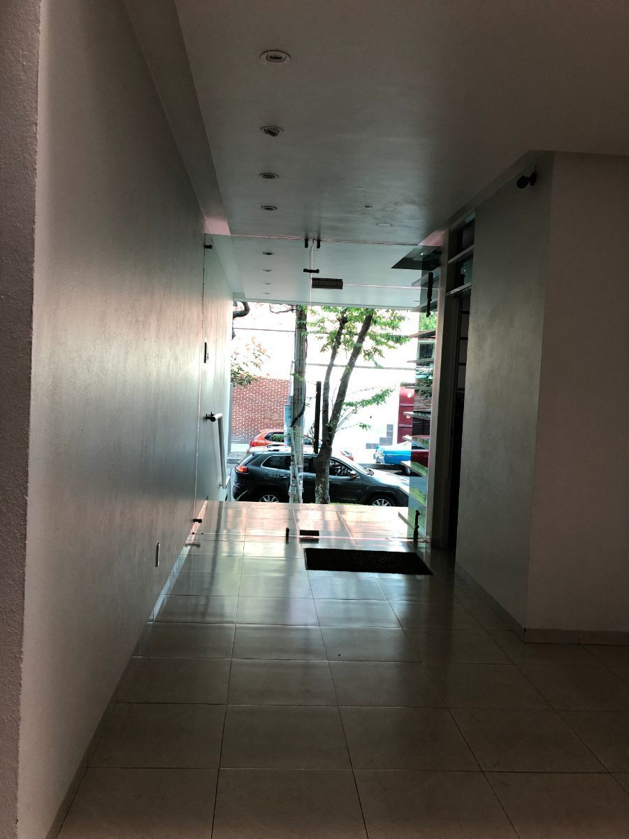 17 de 21: Entrada edificio