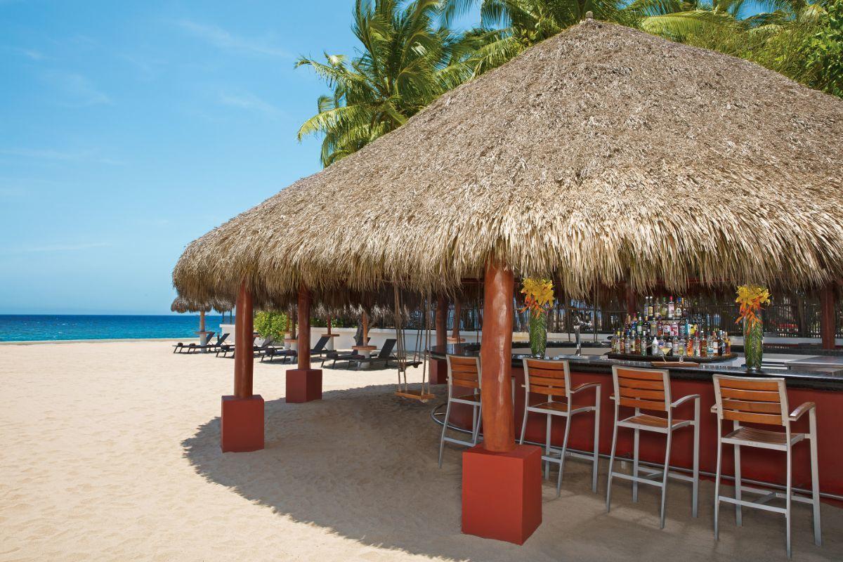 34 de 39: Sugar Reef   | Bar en la playa