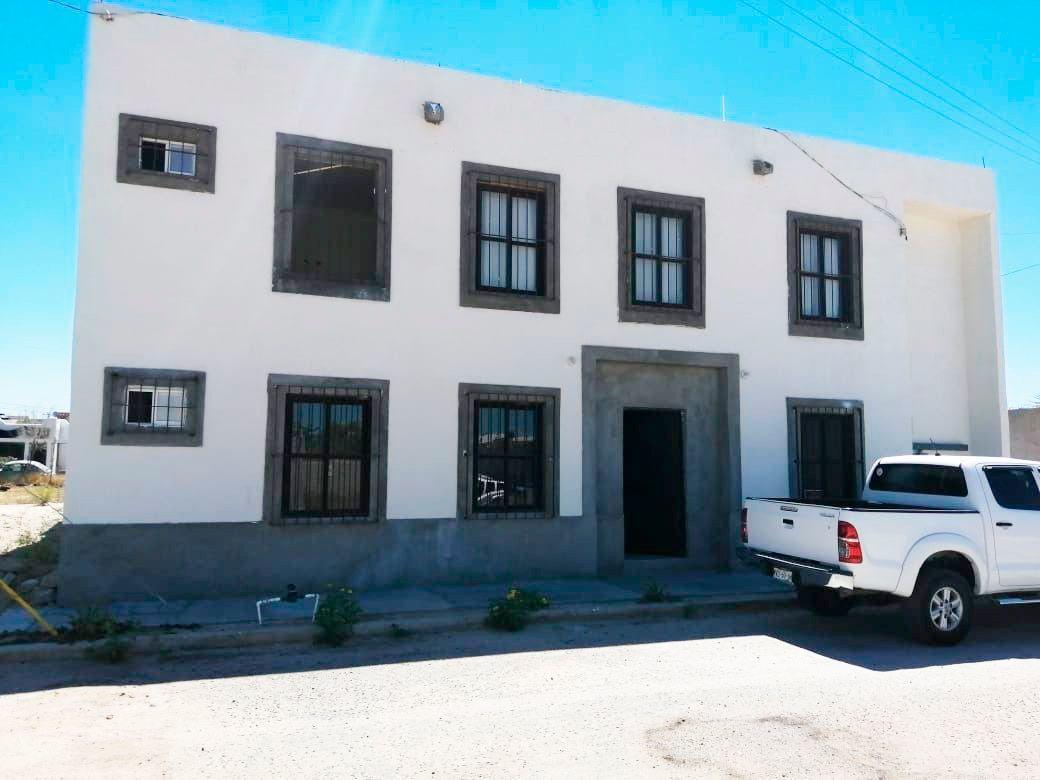 1 de 13: Fachada Principal Local Planta Baja