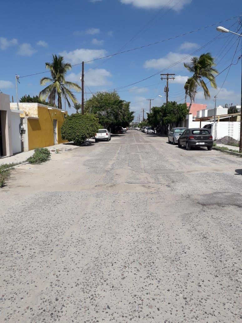 12 de 13: Calle Principal con asfalto y alumbrado