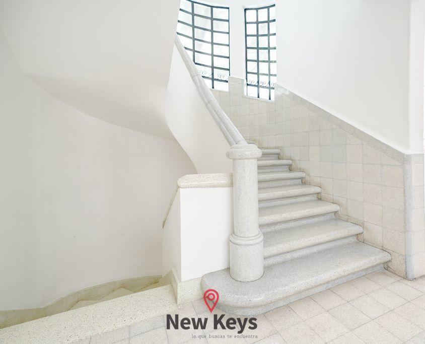 27 de 28: Escaleras del Edificio,