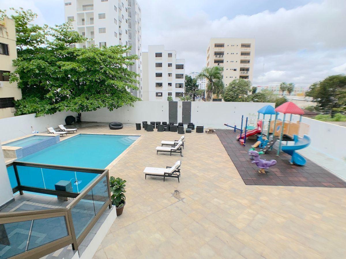 18 de 21: Terraza, piscina, jacussy y área de niños