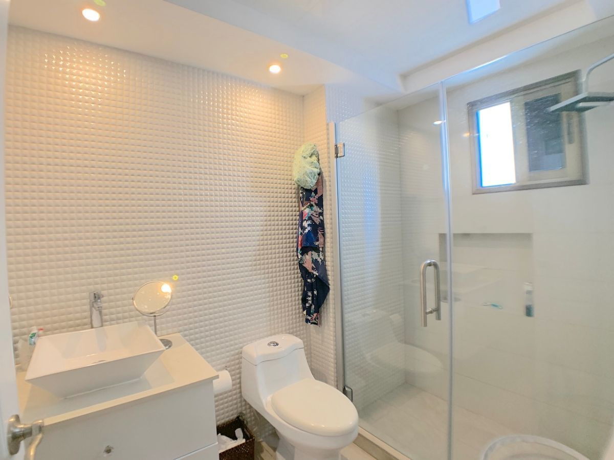 17 de 21: Baños modernos y con ventilación